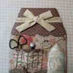Lizzy Cottage : Patron 12  € - Kit avec patron et boutons : 48 €